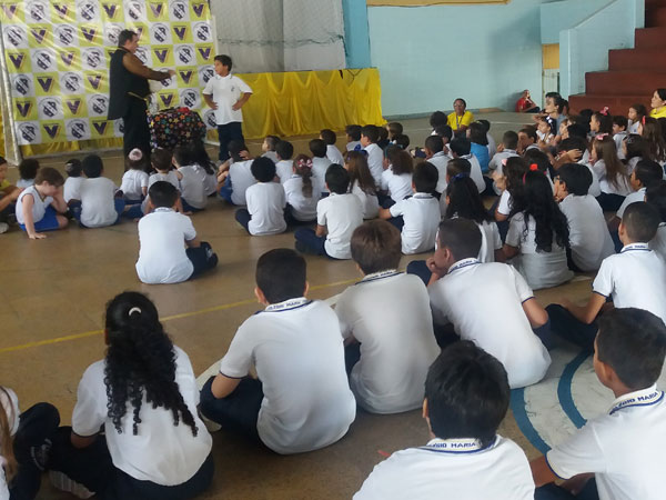 http://www.colegiomariatereza.com.br/site/show-de-magica-no-cmt/